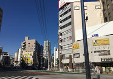 孩子来到东京上大学前,日本家长都给准备多少生活费?