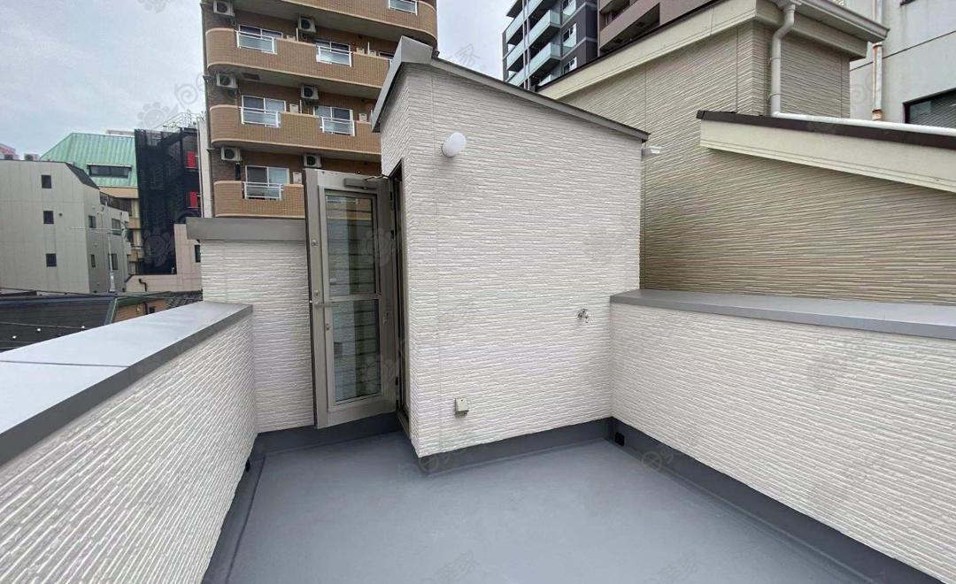 日本东京都台东区带屋顶大型收纳一户建